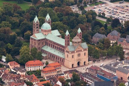 800px-Aerial_photograph_Speyer_Cathedral