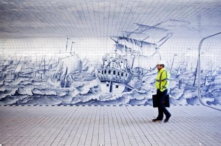 Amsterdam, 11 maart 2014 Amsterdam Centraal, IJSEI. ontwerp keramische tegelwand Irma Boon in fietstunnel onder Amsterdam Centraal Station, architect Benthem Crouwel, Foto Felix Kalkman