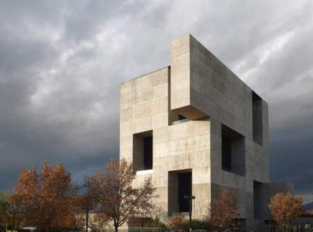elemental-innovation-center-uc-anacleto-angelini-santiago-designboom-02